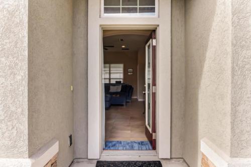 95209 Leafcrest Ct Fernandina-print-005-20-Front Entrance-3457x2306-300dpi