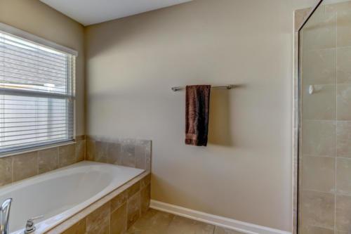 95209 Leafcrest Ct Fernandina-print-029-31-Master Bath-3456x2304-300dpi