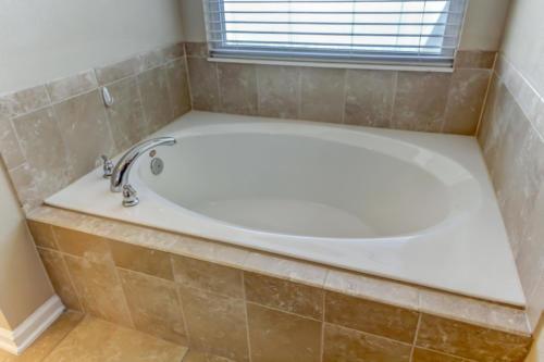 95209 Leafcrest Ct Fernandina-print-030-27-Master Bath-3456x2304-300dpi