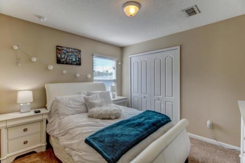 95209 Leafcrest Ct Fernandina-print-035-51-Guest Bedroom-3456x2304-300dpi