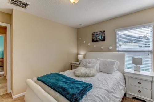 95209 Leafcrest Ct Fernandina-print-036-45-Guest Bedroom-3443x2295-300dpi